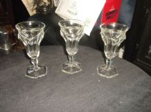 3 X ANTIQUE CLEAR LIQUEUR GLASSES ANGULAR UNUSUAL DESIGN STRONG GREEN UV GLOW